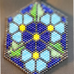 Hexagonal pendant with flower pattern -blue