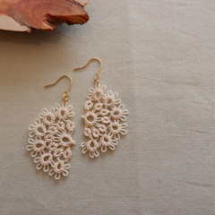 Tatting lace earrings (semicircular, coloured)