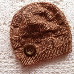 Baby beanie with block pattern & button, fits 6 - 12 mths; 8-ply cotton/wool