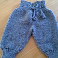 BABY BOYS PANTS KNITTED IN ARCYLIC TO FIT SIZE 0 TO 3 MONTHS.