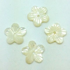 Mother of Pearl Daisy Shaped Buttons