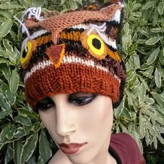 Owl beanie in brown tones