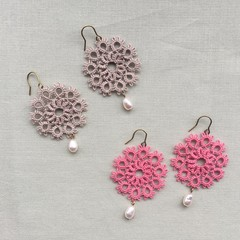 Tatting lace earrings with water pearl (circular, coloured)