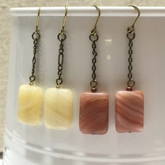 Glass bead earrings with chain (rectangular, coloured)