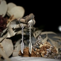 •sterling silver feather chain earrings•