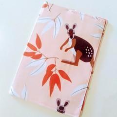 Passport Cover / AUSTRALIAN ANIMAL - Kangaroo x Pink /