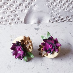 COUTURE FLORALS pretty garden 3D unique flower cluster pink brown studs earrings
