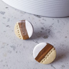 STUD ALERT modern neutral toned white brown camel striped round earrings studs