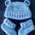 Baby boys crochet bear hat and matching booties