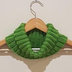 Green ribbed cowl