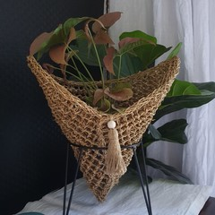 Tabletop Seagrass Pouch