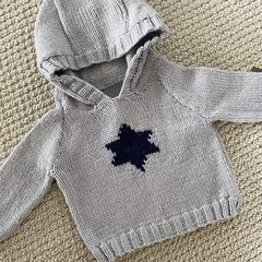 CLEARANCE 50%!Grey hooded jumper with navy star - 3-9 months - Hand knitted