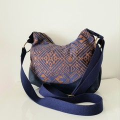 Slouchy deco bag in navy / bronze