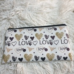 Love Zipper pouch