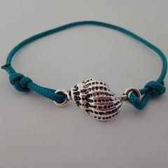 Blue paracord shell charm slip knot bracelet