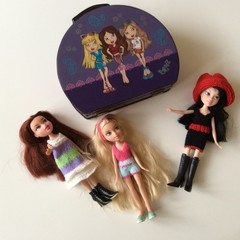 Case Hand Painted in Bratz Design with 3 Bratz Dolls with New Knitted Outfits