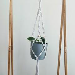 Macrame plant hanger, for larger pots white cord