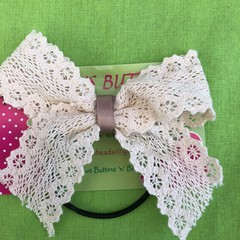 Classic Lace Bow.