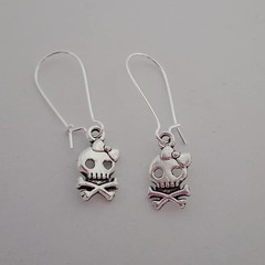 Silver skull earrings with bows