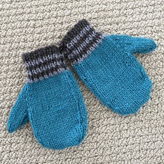 Turquoise  Mittens Size 3-4 years - hand knitted