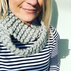 The Red Essy Chunky Merino Loop Scarf