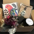 Nature Lover - Gift box - Dried bouquet, pendant, candle, greeting card - Bird