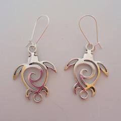 Turtle charm dangle earrings