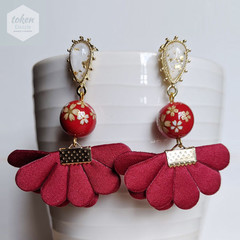 Exquisite Gold Water Drop Stud and Glossy Goldy White Sakura in Red Earrings