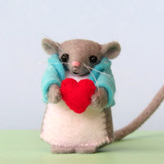 Miniature Wool Felt Mouse, dollhouse, love heart, Valentines Day, keepsake gift