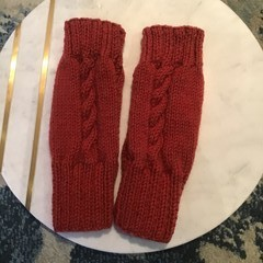 Fingerless gloves with cable