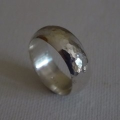 Beautiful Solid 8mm Wide Sterling Silver ring Size AU S (US 9)
