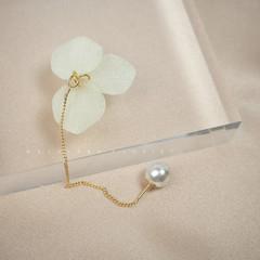 Handmade Earrings/Handmade ear line with Hydrangea and Pearl
