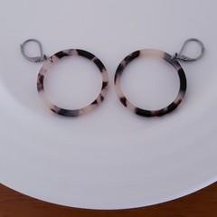Blonde Tortoise Shell Hoop Earrings