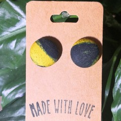 Black and Yellow Studs 19mm