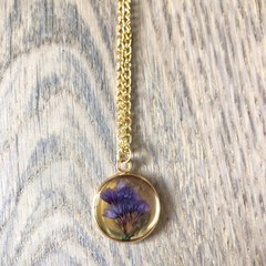 Medium Gold Pendant Necklace with real flowers (Statice)
