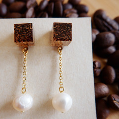 Coffee grounds resin earrings with water pearl