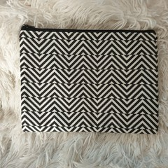 Lined top zipper black and white pouch
