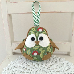 Christmas robin bird, beige, gold ribbon, decoration, green, holly leaves