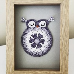 Crocheted owl frame