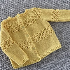 Yellow Cardigan - Size 6-12 months - pure wool - Hand knitted