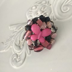 Beaded adjustable dress ring pink