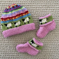 Pink baby beanie and Matching Booties - up to 4 months - Hand knitted
