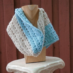 White and Blue Cowl