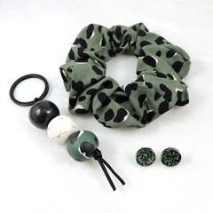 Leopard print keychain gift set - jungle green