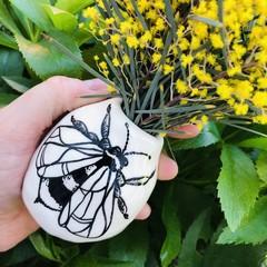 Bee 🐝 vase