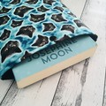 Black cat padded book sleeve. Booksleeve with Closure