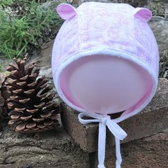 Kid's bonnet hat with bear ears in pink animal print