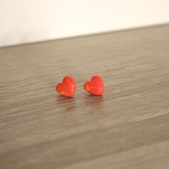 Red heart marbled studs (small - B)