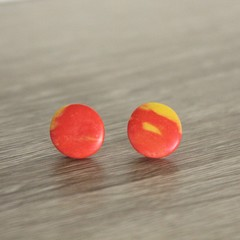Red with yellow marbled circle studs (large)