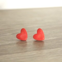 Red heart studs (large)
